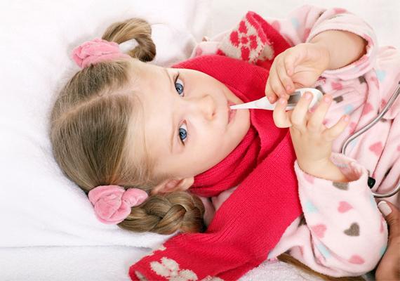 Egy egyszerű nátha is sok kellemetlenséget okoz. A gyerek nyűgös, nincs étvágya, és még lehetne sorolni, mi minden jelentkezik nála. Így gyorsíthatod a kicsi felgyógyulását a megfázásból.