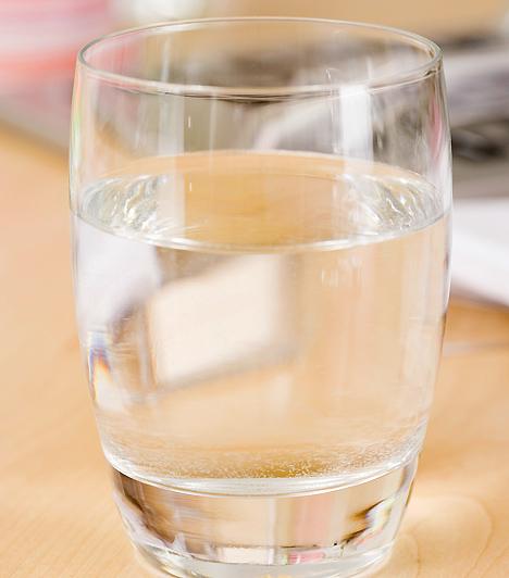 FolyadékA gyógyuláshoz elengedhetetlen a bőséges folyadékfogyasztás is. Különösen lázas betegségek esetében fontos ez, amikor a megemelkedett testhőmérséklet miatt több vizet veszít a gyerek, ezt pedig feltétlenül pótolni kell.Kapcsolódó cikk:2 lázcsillapító, amit ne adj a gyereknek - És 2, amit nyugodtan »