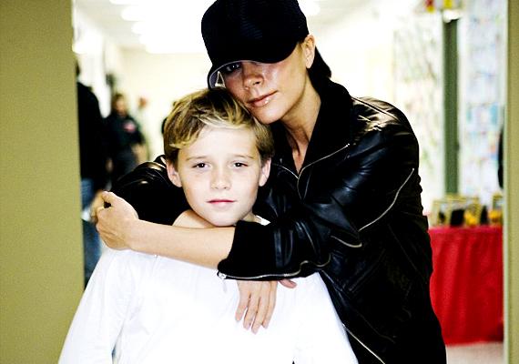 David és Victoria Beckham legidősebb gyermeke a Brooklyn nevet kapta, ugyanis New Yorknak ebben a részében sikerült őt összehozni a híres szülőknek. A kislányuk neve se kutya: Harper Seven, egyszerre utalva a népszerű divatlapra és a focista apuka mezének a számára.