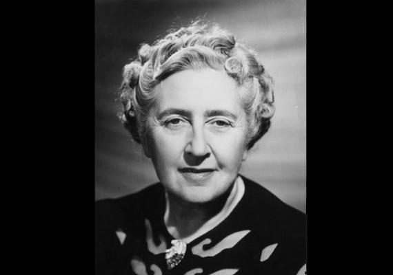 Agatha Christie, a krimikirálynő nem jeleskedett az iskolában, mi több, olvasni is későn tanult meg, ugyanakkor a világrekordok könyve szerint - a Bibliát leszámítva - az ő műveiből fogy a legtöbb a világon.