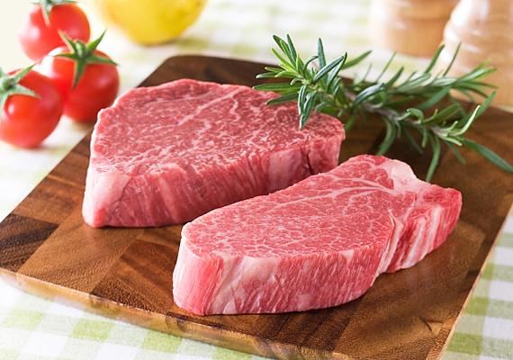 A gombák mérgei - a mikotoxinok - a táplálékon keresztül az állati szervezetbe is bejutnak, de mivel az állatok nem tudják lebontani, ott maradnak a húsban. Elsősorban a disznó- és a marhahússal kell vigyázni, ha grillezést tervezel.