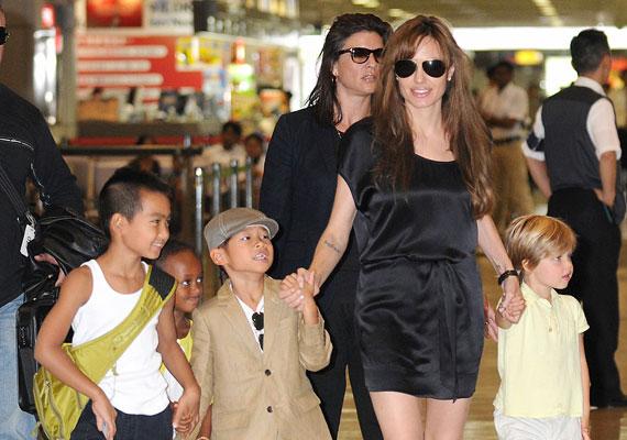 Angelina Jolie és Brad Pitt gyerekei, noha sok figyelmet kapnak, mégsem helyesen vannak nevelve, mivel a rengeteg utazgatás miatt szinte nincs is állandó pont az életükben.