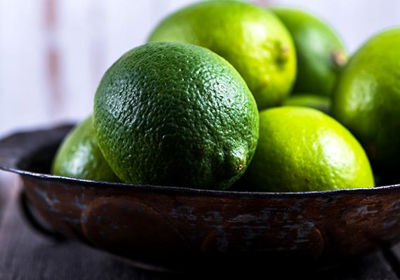 Nagyjából 24 milligramm C-vitamin van egy átlagos méretű lime-ban, 100 grammja pedig 29 milligramm C-vitamint tartalmaz.