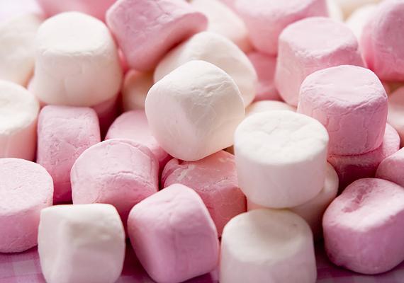 Nem meglepő, de tény, hogy az édességek túlzott mértékű fogyasztása nem egészséges, hiszen dúskálnak a cukorban, és ha a csemetéd gyakran és sokat eszik, idővel cukorbeteg lehet.