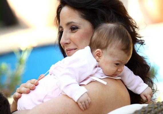 Gubás Gabi június 7-én hozta világra Anna nevű kislányát, 50 centivel és 2850 grammal. A színésznőnek és természetgyógyász párjának ekkor már volt egy nagyobb fia is.