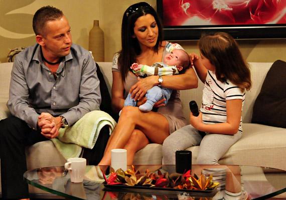 Rubint Réka 2011. március 10-én adott életet legkisebb fiának, Zalánnak. A jövevénynek a büszke szülők mellett Lara és a kis Norbi is nagyon örültek.