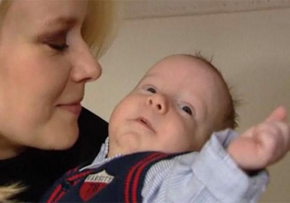 Völgyesi Gabi január elején hozta világra fiát. Az énekesnő elárulta, hogy a baba egy héttel korábban jött a vártnál, és császármetszéssel született, 2 kiló 67 dekával - ám hamarosan igazi kis vasgyúró lett.