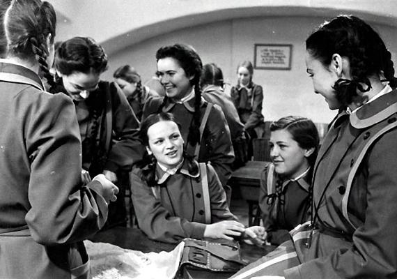 Az Abigél Szabó Magda azonos című regényéből, 1978-ban készített négy részes, színes magyar tévéfilmsorozat, főszerepben a felejthetetlen Szerencsi Évával. Nem egyértelműen gyerekfilm, ám minden korosztályhoz megtalálta az utat: kisebbek és nagyobbak egyaránt rajongtak érte.