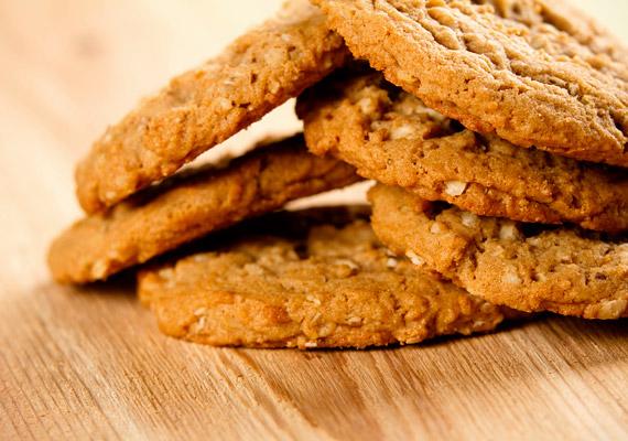 A zabos kekszet kedvelők úgy hihetik, egészségük szempontjából a legjobbat veszik. Bár ez valóban jobb a hagyományos keksznél, hiszen rostban gazdagabb, sótartalma 100 grammban 1,27 gramm. Egy darab keksz elfogyasztása a felnőtt ajánlott sóbevitel 3%-át kiteszi, egynél viszont senki sem szokott megállni, pláne nem a gyerekek.