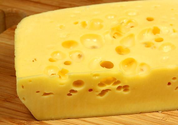 A kemény sajtok fehérjetartalma sem elhanyagolható, ezért ezeket is érdemes a napi étkezésekbe beiktatni.