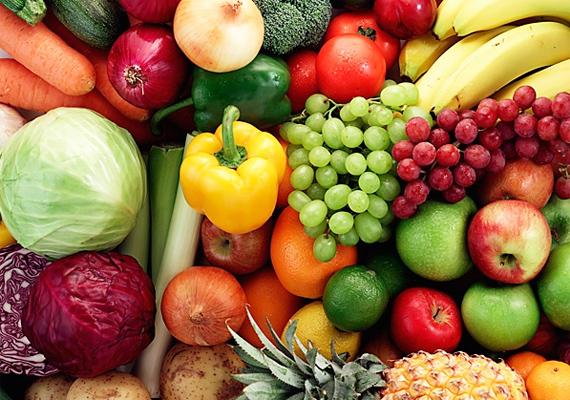 A friss zöldségekben és gyümölcsökben található vitaminok és ásványi anyagok nagyon fontosak.