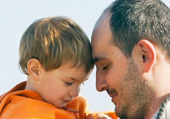Hasonló lehet a helyzet akkor, ha új családtag, például nevelőszülő kerül a környezetébe.