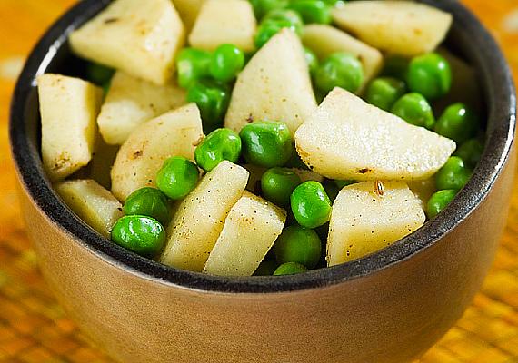 A zöldborsó rengeteg vitamint és ásványi anyagot tartalmaz, a benne található B-vitamin pedig fontos szerepet játszik az agy és az idegrendszer egészséges működésében. Már féléves kortól bekerülhet a kicsi étrendjébe, párolva és pürésítve, vagy főzeléknek elkészítve.