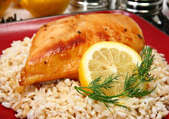 A gabonák királyaként is emlegetett barna rizs 12 féle fehérjeépítő esszenciális aminosavat tartalmaz. Gazdag E-vitaminban, továbbá B-vitaminokban - ez utóbbiak az idegrendszert is nagymértékben erősítik.