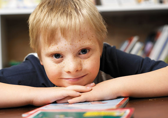 A gyereknek szüksége van egyfajta napirendre, de ha ehhez adott esetben nem társul rugalmasság, úgy érezheti, a szigorú szabályrendszer fontosabb nála - mintha ő lenne a korlátokért, és nem fordítva.