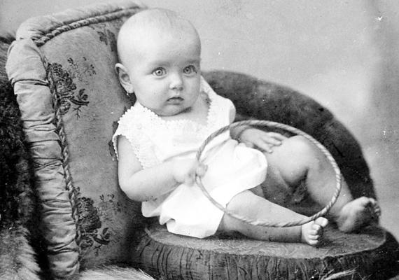 A babák csörgője még másképp festett, mint manapság, de ugyanannyira közkedvelt volt.