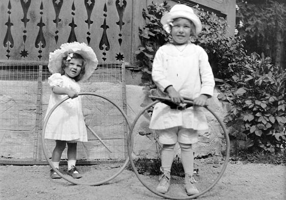 Bármilyen hihetetlen a hulahopp karika szintén nagy kedvenc volt a múlt század elején.