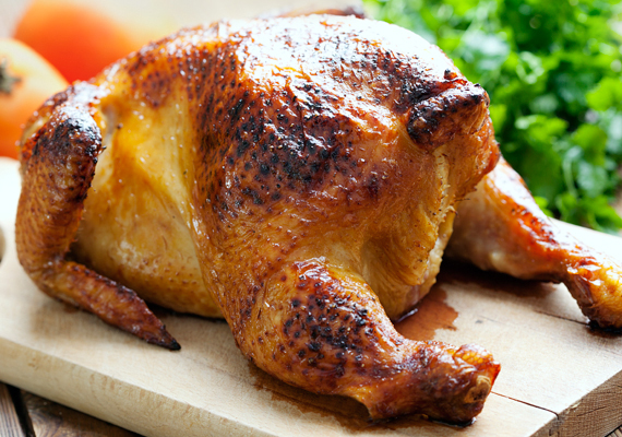 HúsfélékA különböző húsok is állandó szereplői kell, hogy legyenek a gyerekek étrendjének. Amennyire lehet, a dínós és egyéb gyorsfagyasztott fasírtkák helyett hentesnél kapható, friss húsokat válassz, ezek minősülnek ugyanis igazán jó fehérjeforrásnak.