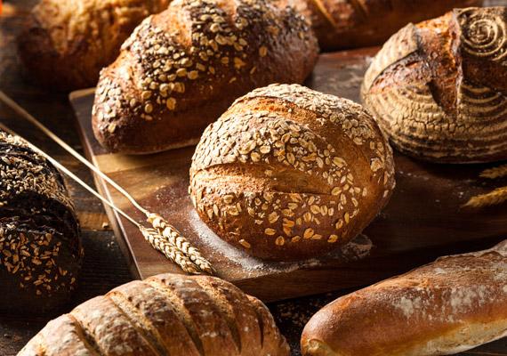 A teljes kiőrlésű kenyér előnye a fehérrel szemben, hogy több kalcium, magnézium, B-, A- és E-vitamin, illetve vas van benne.