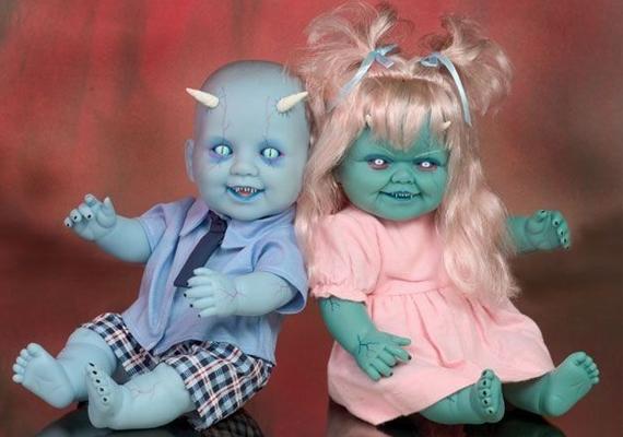 A démonbabákhoz akciósan ajándék rémálom is jár szegény gyerekeknek.