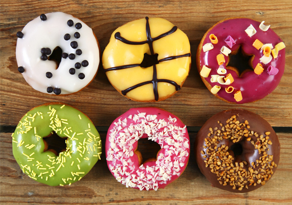 A különféle péksütemények és színes mázas fánkok negatívan befolyásolják a gondolkodást. Az agynak a telítetlen zsírok fogyasztása a jó, ezek pedig transzzsírforrások, és tovább rontja a hatásukat, hogy emésztéslassítóak, a fánkok olajosak, bevonatuk pedig ételfestéket és rákkeltő akrilamidokat is tartalmazhat.
