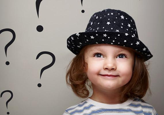 Fejlesztő kérdésekGyermeked kérdéseire mindig igyekezz alapos választ adni, hiszen minden válaszoddal többet ért majd a világból. Jó ötlet lehet azonban, ha te is teszel fel neki kérdéseket: a szimpla beszélgetés is mérhetetlenül hasznos, de a találós kérdések vagy összetettebb fejlesztő feladatok, melyek gondolkodásra késztetik, szintén remek fejlesztőnek bizonyulnak.