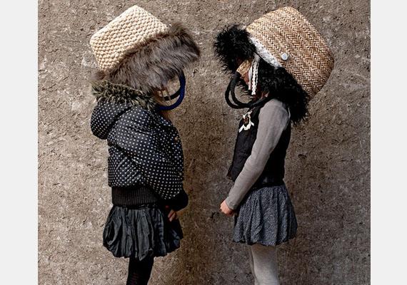 Múltkor Quinoa kosárral a fején ment suliba. Másnap az összes gyerek ugyanígy tett.