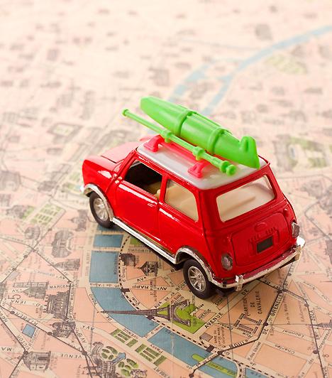 MatchboxBár a kislányok számára valószínűleg nehezen érthető, mi olyan izgalmas egy apró autóban, a kisfiúk akár órákig el tudnak lenni autógyűjteményükkel. Versenyeznek, vagy egyszerűen csak felvonultatják őket: szerezz be párat csemetédnek, hogy ő se maradjon ki a karavánból!Kapcsolódó cikk:7 jel, hogy a gyerekjáték veszélyes »