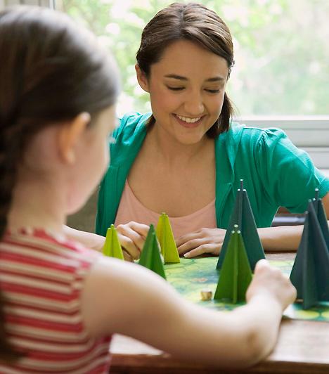 TársasjátékTársasjátékokból mindenképpen érdemes néhányat felhalmoznod. Ezek nem csak azért jók, mert az egész család számára szórakoztatóak, de a közös játék során csemetéd ízelítőt kaphat abból is, hogy az élet szabályok szerint működik, amelyeket be kell tartani.Hány éves a gyereked? - A legjobb játékok, életkor szerint »