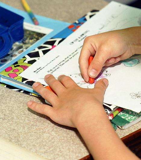 Fejlesztő feladatokA gyerekneveléshez nem csak megértés, anyai ösztönök és némi szigor kell, gyermekednek néha aktív segítségre is szüksége lehet. Az óvodai nevelés mellett otthon is foglalkozz a kicsivel, és csinálj vele közösen olyan fejlesztő feladatokat, melyek megfelelnek a korának!