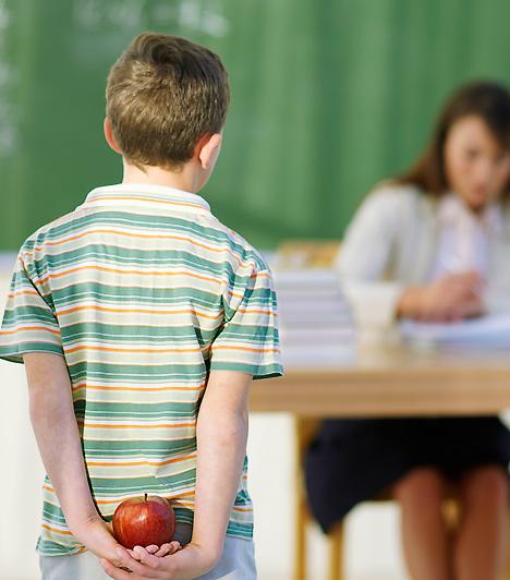 IskolaBár alapvetően az számít, te mit adsz otthon csemetédnek, emellett az iskolai nevelés is szerves részét képezi a gyerek fejlődésének. Éppen ezért elengedhetetlen, hogy körültekintően válassz iskolát, és folyamatosan ügyelj arra, hogy a kicsi megfelelő bánásmódban részesüljön.