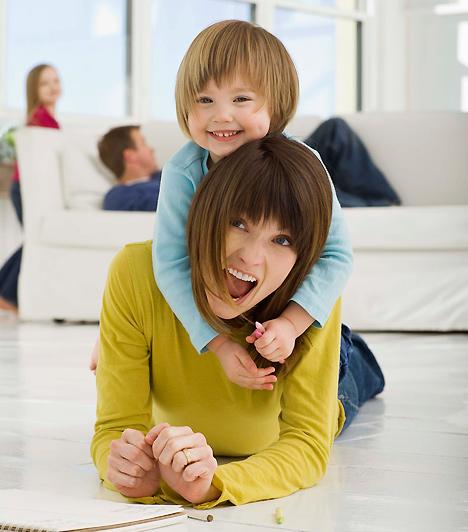 CsaládA gyerek életében nagy szerepet játszik a családi háttér. Ezt akár egyedülálló anyaként is megadhatod neki. Hiszen a lényeg, hogy megértő, szerető emberek vegyék körül, akikhez problémáival fordulhat.