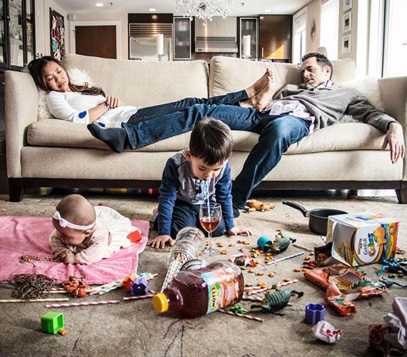 A gyereknevelés melós dolog, bizony, elfárad néha az ember - ha viszont anya is és apa is egyszerre szundít el, abból káosz lesz...