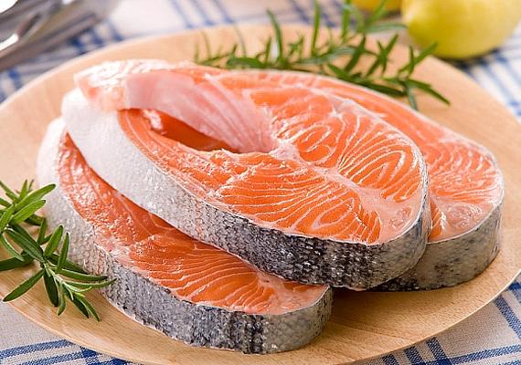 A tengeri halak fogyasztása egyéves kor alatt nem ajánlott, de efelett már kifejezetten hasznos, különösen a lazac, amely az agy számára is hasznos omega-3 zsírsavakat tartalmaz.