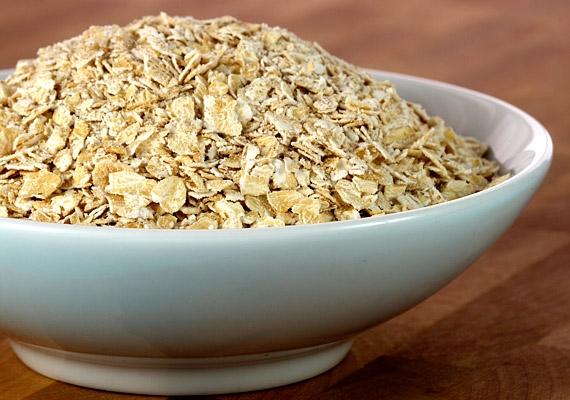 Készíts a kicsinek zabpépet reggelire! A zabpehelyben kálium és cink található, valamint nem elhanyagolható az E- és B-vitamin-tartalma sem.