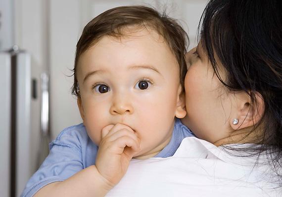 Normál mértékű súlygyarapodás A terhesség alatt is ügyelj arra, hogy babád normál mértékben gyarapodjon, de erre a születés után is oda kell figyelni. Ha tehát korához képest túl gyorsan szedi fel a kilókat, dekákat, akkor valószínű érdemes konzultálnod egy védőnővel, hogy kell-e valamin változtatnod.