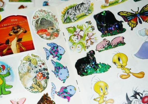 A szép matricákat is sokan gyűjtötték, melyek közül a Disney- és a hologramos verziók voltak a legkapósabbak.