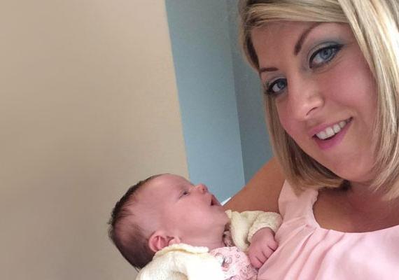 Az egyik etetés alkalmával Claire észre vette, hogy a baba száján herpesz jelent meg. Mivel korábban olvasott a herpesz veszélyeiről, azonnal bevitte a kórházba, ahol megállapították, a kicsinek nemcsak a száján, hanem a torkában is vannak hólyagok.