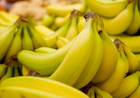 A déligyümölcsökre, főként a banánra sokan érzékenyek. A gyümölcs szintén a nyelv vagy a torok viszketéséhez, duzzadásához vezethet, ezért, ha csak egy kismértékben is jelez ilyesmit a gyerek, ne adj neki belőle!