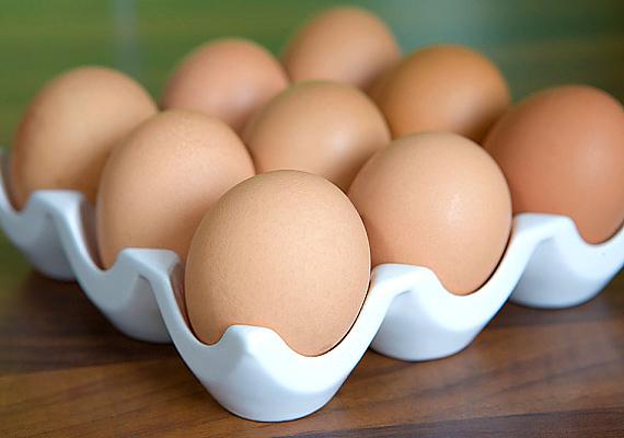 A tojásallergia tünetei már egészen pici korban, szoptatás közben is jelentkezhetnek, de persze lehetséges az is, hogy csak később válik érzékennyé a gyerek a táplálékra. Korábbi cikkünkből megtudhatod, mik ennek a tipikus tünetei.