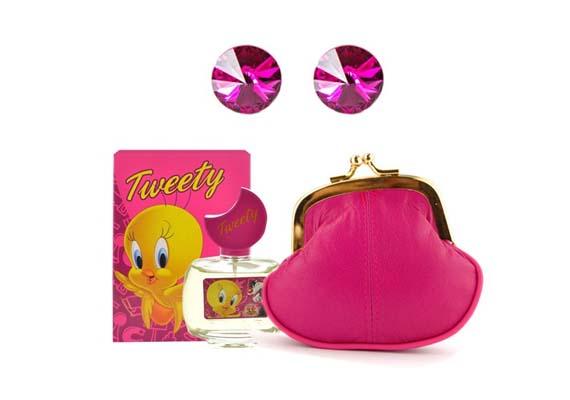 AjándékcsomagGyermekparfümöt ajándékcsomagban is rendelhetsz a Feminashoptól. Csőrike parfüm rózsaszín pénztárcával és ragyogó Swarovski kristály fülbevalóval: 4490 forint.Ide kattintva megrendelheted.