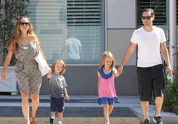 Paris Hilton egykori barátnője, Nicole Richie a Sparrow James Midnight neveket adta kisfiának. Ez első kettőt még talán értjük - bizonyára A Karib-tenger kalózai főszereplője ihlette meg a mamát -, de azt nem sikerült kideríteni, hogy a Midnight hogy jön a képbe.