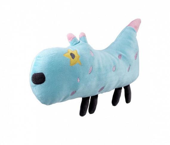 A kék kutyust Miro tervezte, aki hétéves, és Finnországban él.
