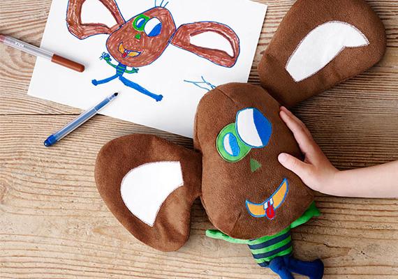 Színesek, fantáziadúsak és nagyon aranyosak a rajzok alapján varrt plüssjátékok.A figura megálmodója: Maja, 8 éves és John, 5 éves, Norvégia