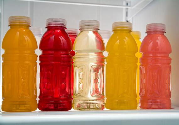 A gyümölcslevek nagy része szintén jelentős cukortartalommal bír. Vásárolj inkább 100%-ost, és egy kis vízzel hígítva add a gyereknek, de magad is készíthetsz turmixokat tetszőleges gyümölcsökből, szintén hígítva.
