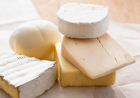 A nehezebb ételek rendszeres fogyasztása megterheli a szervezetet, ily módon pedig csökkenti a kórokozókkal szembeni védekezőképességét. Ebbe a csoportba tartoznak a magas zsírtartalommal bíró tejtermékek, különös tekintettel a zsíros sajtokra.