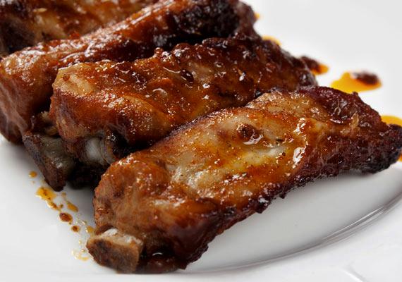 A zsíros ételek, például húsok megterhelik a szervezetet, a terhelés által pedig az immunrendszer működése romlik.