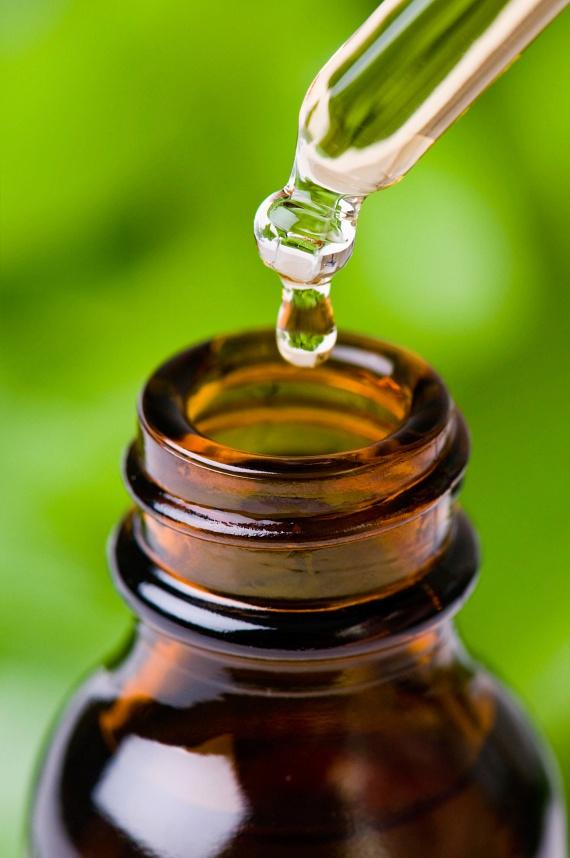 A mielőbbi gyógyulás érdekében az orr, az arcüreg és légutak dugulását meg kell szüntetni. Ebben nyújt segítséget a zsebkendőre csepegtetett illóolaj belélegzése. Ajánlott a borsmenta, az eukaliptusz vagy a kámfor, de a gyógynövényboltokban kapható kínai balzsamolaj is gyors enyhülést hoz.
