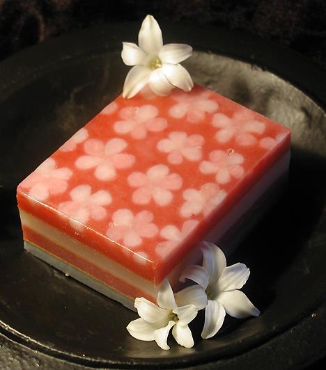 SzappanMég az illat- és adalékmentes szappan is megfoszthatja porontyodat a bőr természetes zsírtatalmától. Ha a kicsi bőre nagyon száraz, inkább szappanmentes tisztálkodószert használj, és fürdés után feltétlenül alkalmazz bőrpuhító krémet.Kapcsolódó cikk:Az 5 legmérgezőbb vegyszer, amit minden nap használsz »