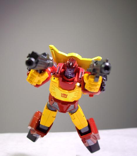 Transformers  Az alakváltó figurák világszerte nagy népszerűségnek örvendenek. Míg régebben a G.I. Joe és az Action Man voltak a fiúk legkedveltebb játékai, ma az antropoid robotok a legdivatosabb akcióbábuk.